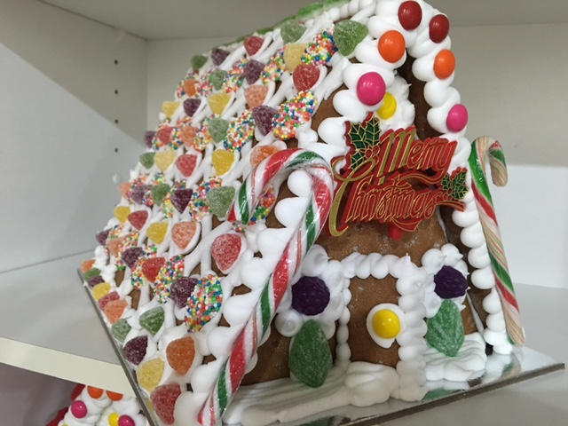 Doncaster hockey club make your own christmas gingerbread house large gingerbread house solutioingenieria Images